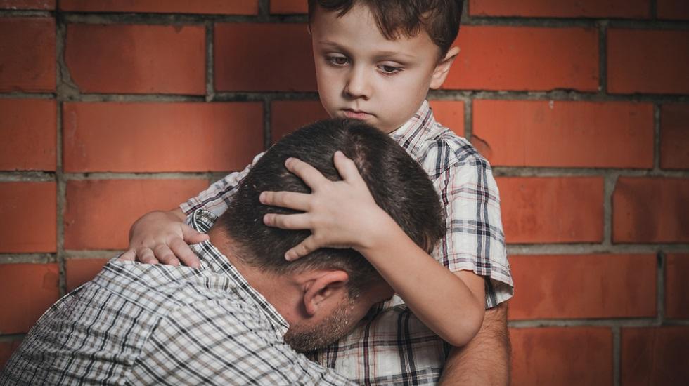 Un băiețel de 11 ani a fost nevoit să se îngrașe pentru a-i salva viața tatălui său