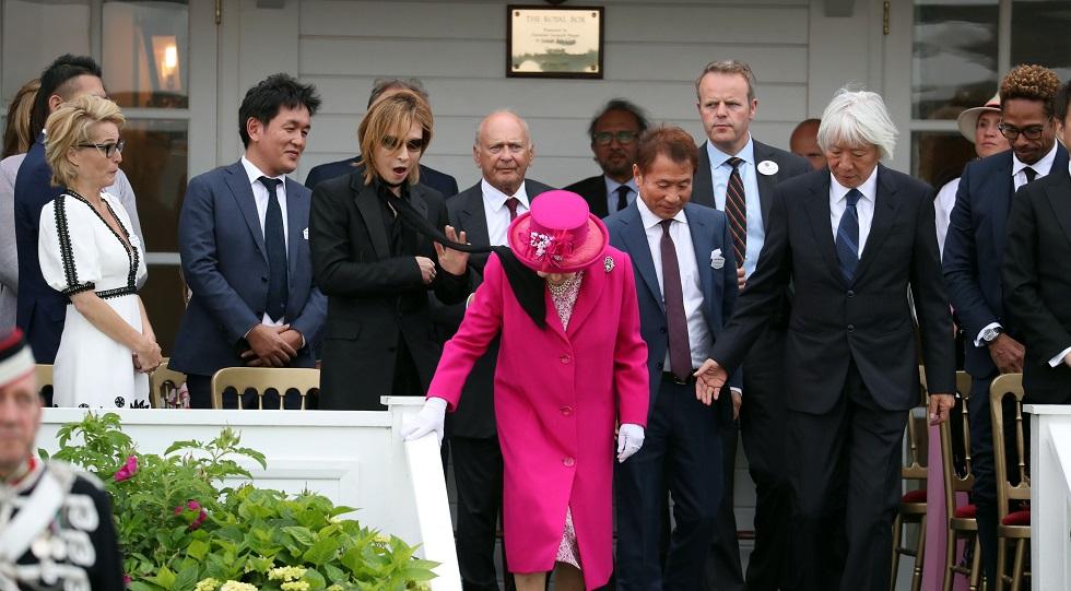 regina Elisabeta a II-a incident eșarfă
