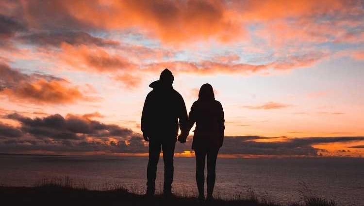 Cum poate o vacanță să te reapropie de partenerul tău