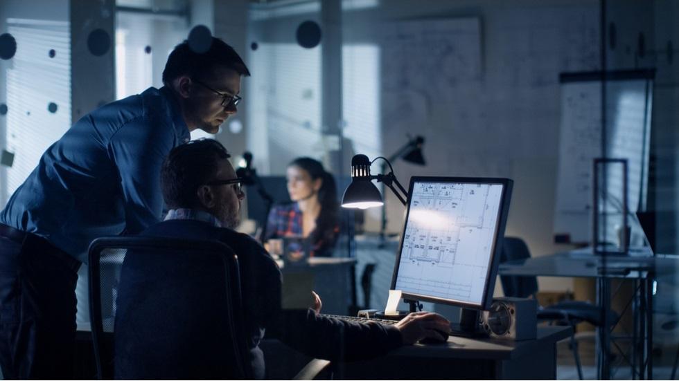 IT-știi români câștigă cel mai puțin din regiune