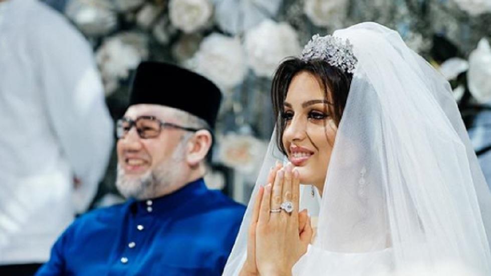 Un rege din Malaysia a renunțat la tron pentru a se căsători cu un fotomodel