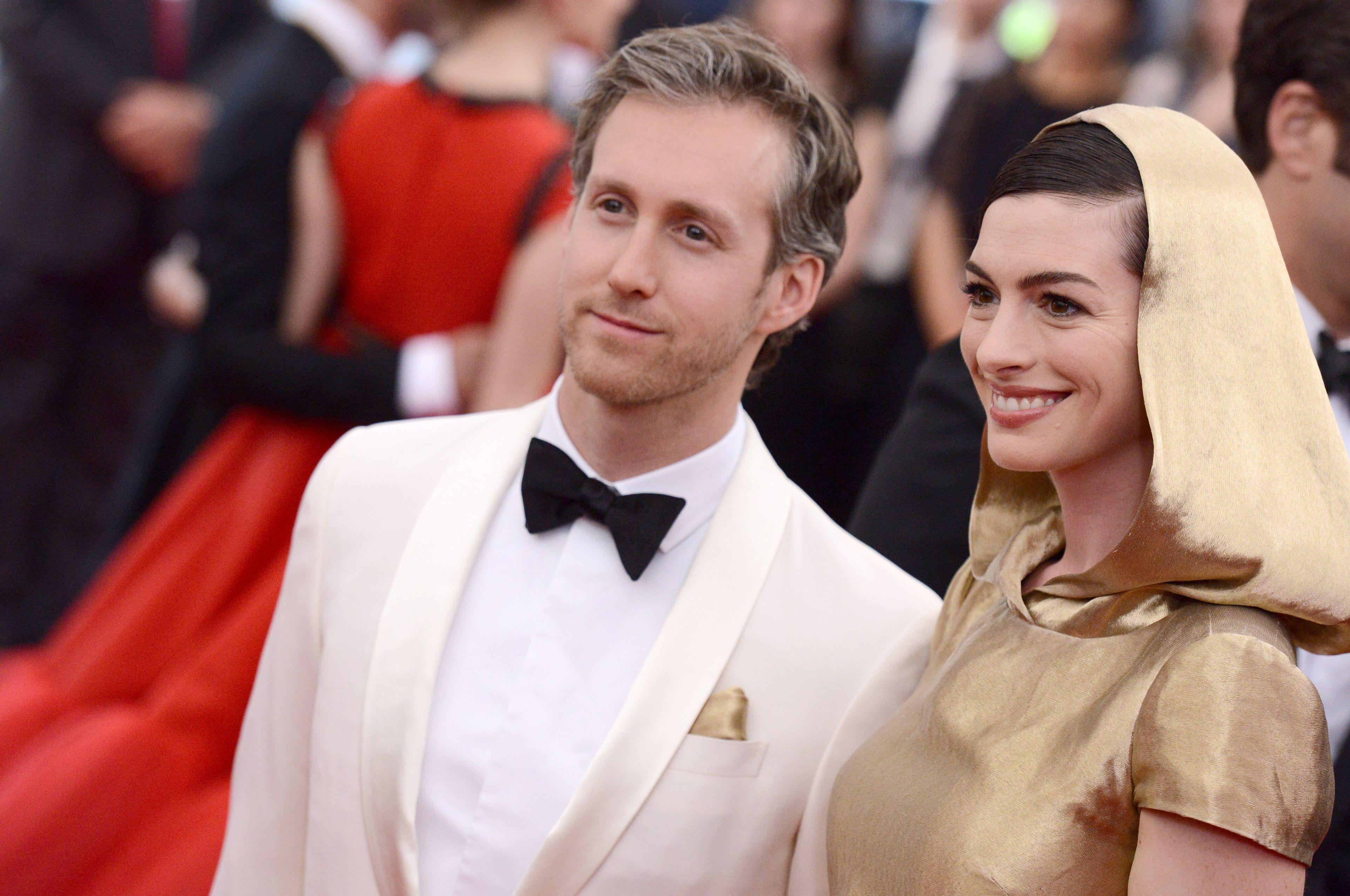 Anne Hathaway și Adam Shulman