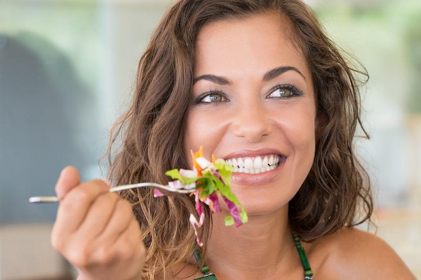 de ce iubim salatele