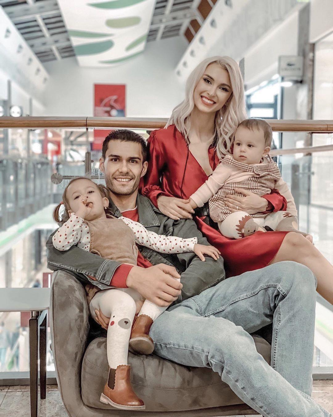 Andreea Bălan, George Burcea și fiicele lor Ella și Clara