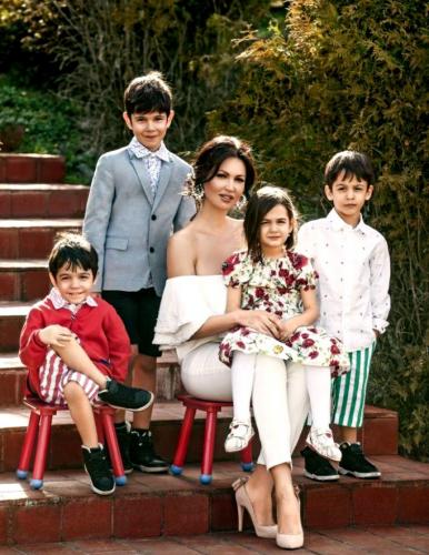 Cum decurge viața Nicoletei Luciu în izolare cu patru copii?
