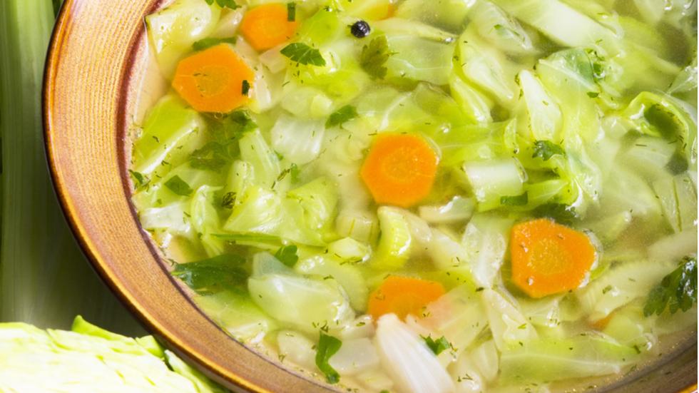 Slăbeşte jumătate de kilogram pe zi cu dieta pe bază de supă de roșii
